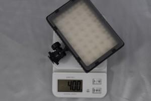 電池を入れると重さは400g