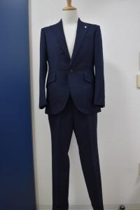 紺のスーツに合わせてみました