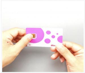 手順① 台紙からSIMカードを外す