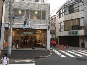 ④ この建物が見えたら左折します