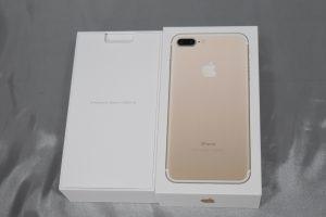iPhone7 plus の箱を開けると
