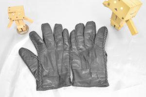 手袋をワンシーズン(12月〜3月)使うとこんな感じになります